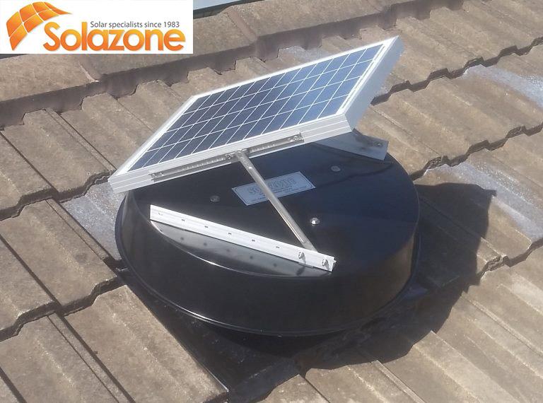 máy làm mát không khí bằng năng lượng mặt trời trên mái ngói - Queensland Úc